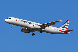American Airlines Airbus A321-231 (registration N552UW) approaches San Francisco International Airport (SFO) over San Mateo, California, United States of America