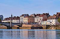 France, Saône-et-Loire (71), Chalon-sur-Saône, le pont Saint-Laurent et l''île Saint-Laurent // France, Saône-et-Loire (71), Chalon-sur-Saône, Saint-Laurent bridge and Saint Laurent island