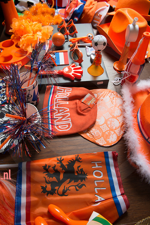 nederland, Bergentheim, 24april2015 producten van groothandel en producent van merchandise en oranje artikelen Toppoint in het overijsselse Bergentheim. Het bedrijf ontwikkelt, maakt en bedrukt artikelen zo ook oranje van kleur voor koningsdag en natuurlijk voetbal en andere oranje gekte.