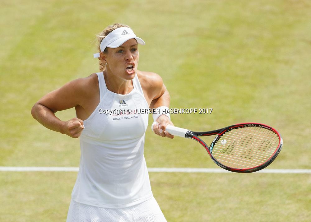 ANGELIQUE KERBER (GER) macht die Faust und jubelt,Jubel,Freude,Emotion, von oben,<br /> <br /> Tennis - Wimbledon 2017 - Grand Slam ITF / ATP / WTA -  AELTC - London -  - Great Britain  - 8 July 2017.