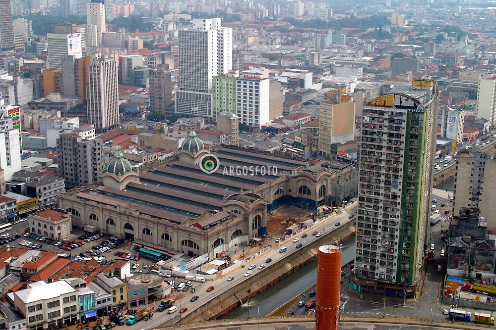 Sao Paulo,SP,Brasil.    marco/2004.Edificio Sao Vito, no centro da cidade, ao lado do Mercado Municipal./ Sao Vito Building, downtown, in the side of the Municipal Market..Foto Marcos Issa/Argosfoto