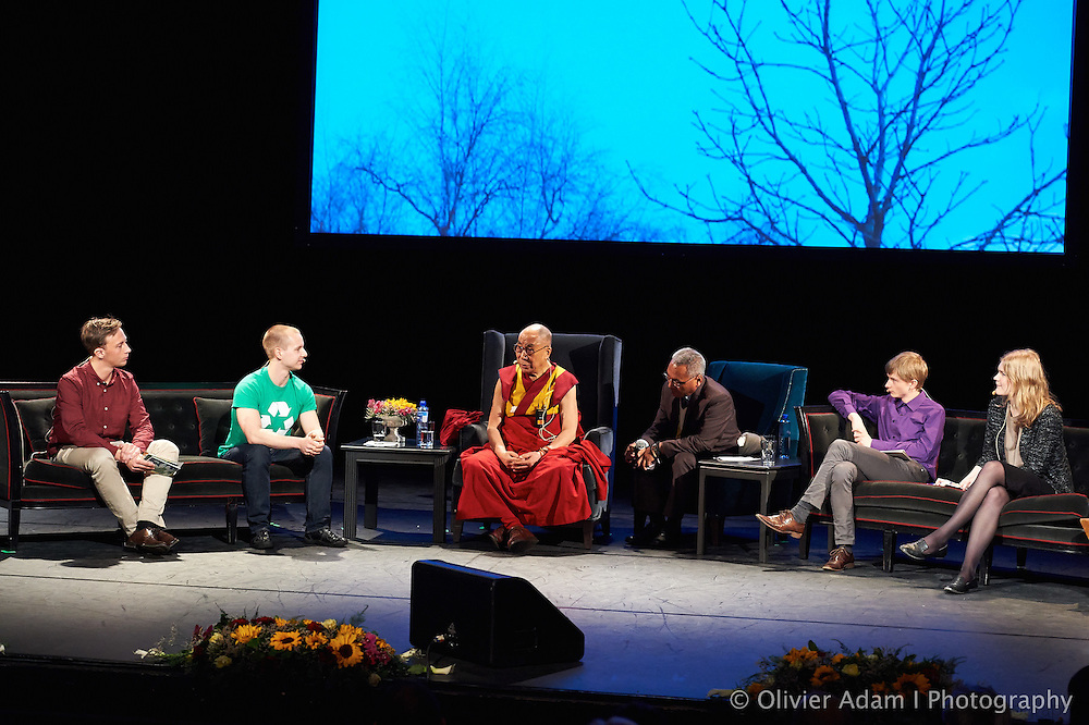 """Meeting with students to discuss """"the responsibility towards the world of tomorrow"""" Dalai Lama"""