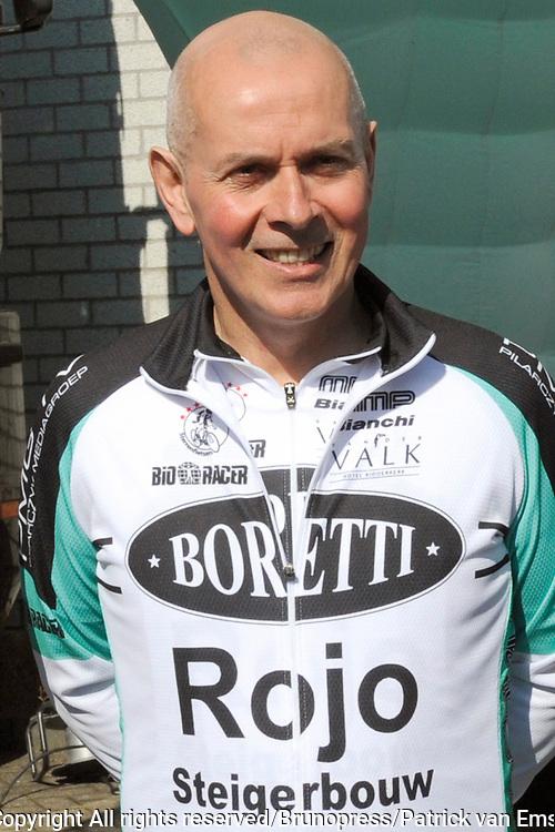 Ploegvoorstelling Sterrenfietsteam 2012 bij Boretti, Amsterdam Noord. Het Sterrenfietsteam fiets geld bij elkaar voor het goede doel.<br /> <br /> Op de foto: Patrick Morley