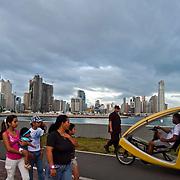 Cinta costera al atardecer..Photography by Aaron Sosa.Panama City - Panama 2011.(Copyright © Aaron Sosa)