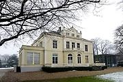 Airborne Museum 'Hartenstein' is een museum in Oosterbeek bij Arnhem over de Slag om Arnhem in september 1944. Het museum, gevestigd in het voormalige hoofdkwartier van de Britse troepen tijdens de slag.<br /> <br /> <br /> Airborne Museum 'Hartenstein' is a museum in Oosterbeek near Arnhem on the Battle of Arnhem in September 1944. The museum, housed in the former headquarters of the British forces during the battle.