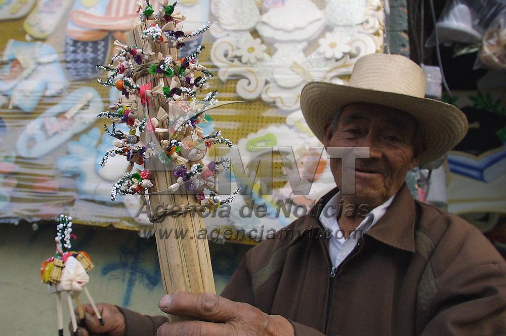 Toluca, M&eacute;x.- Vendedores de Mulitas para las festividades del Corpus Christi en las calles de Toluca . Agencia MVT / Mario V&aacute;zquez de la Torre. (DIGITAL)<br /> <br /> NO ARCHIVAR - NO ARCHIVE
