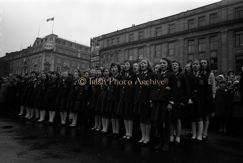 17/03/1965<br /> 03/17/1965<br /> 17 March 1965<br /> NAIDA St. Patrick's Day Parade, Dublin. School children singing at the parade on O'Connell Street.