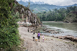 Maria Gonzales Huaman on her way to wash clothes on the outskirts of Unido Mantaro. Her daughter Maria Isabel and niece Emerin walk by her side.