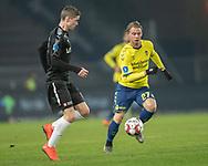 FODBOLD: Simon Hedlund (Brøndby IF) følges af André Rømer (Randers FC) under kampen i Superligaen mellem Brøndby IF og Randers FC den 24. februar 2019 på Brøndby Stadion. Foto: Claus Birch.