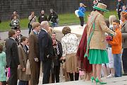 Her Majesty the queen and members of the royal family celebrate Saturday 29 April 2006 Queensday in the province flevoland in the cities  Zeewolde and almere.<br /> <br /> Hare Majesteit de Koningin en leden van de Koninklijke Familie vieren zaterdag 29 april 2006 Koninginnedag mee in de provincie Flevoland en wel in Zeewolde en Almere.<br /> <br /> On the Photo / Op dce foto:<br /> <br /> Aankomst van de familie in Almere
