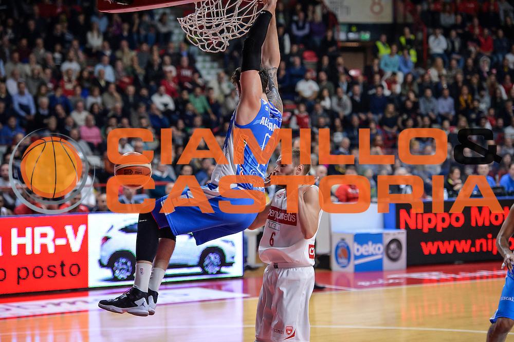 DESCRIZIONE : Varese Lega A 2015-16 Openjobmetis Varese Dinamo Banco di Sardegna Sassari<br /> GIOCATORE : Joe Alexander<br /> CATEGORIA : Schiacciata<br /> SQUADRA : Dinamo Banco di Sardegna Sassari<br /> EVENTO : Campionato Lega A 2015-2016<br /> GARA : Openjobmetis Varese - Dinamo Banco di Sardegna Sassari<br /> DATA : 27/10/2015<br /> SPORT : Pallacanestro<br /> AUTORE : Agenzia Ciamillo-Castoria/M.Ozbot<br /> Galleria : Lega Basket A 2015-2016 <br /> Fotonotizia: Varese Lega A 2015-16 Openjobmetis Varese - Dinamo Banco di Sardegna Sassari