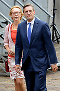 Prinsjesdag 2013 - Aankomst Parlementariërs bij de Ridderzaal op het Binnenhof.<br /> <br /> Op de foto: fractievoorzitter  CDA Sybrand van Haersma Buma en partner