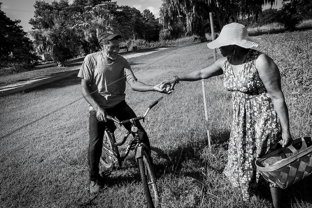 Sara Reynolds Green is offered fresh peaches from a neighbor on St. Helena Island. The Gullah often share their bounty with others in the community. Excess is always passed to others. Nothing goes to waste.