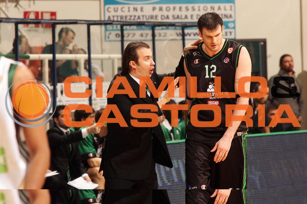 DESCRIZIONE : Siena Eurolega 2008-09 Montepaschi Siena Panathinaikos<br /> GIOCATORE : Simone Pianigiani Ksistof Lavrinovic<br /> SQUADRA : Montepaschi Siena <br /> EVENTO : Eurolega 2008-2009<br /> GARA : Montepaschi Siena Panathinaikos<br /> DATA : 08/01/2009<br /> CATEGORIA : <br /> SPORT : Pallacanestro <br /> AUTORE : Agenzia Ciamillo-Castoria/P.Lazzeroni