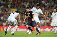 FUSSBALL  INTERNATIONAL  PRIMERA DIVISION  SAISON 2011/2012   23.08.2012 El Clasico  Super Cup 2012 FC Barcelona - Real Madrid  Lionel Messi (Mitte, Barca) gegen Sami Khedira (Real Madrid)