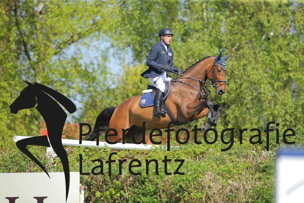 Hamburg - Hamburger Derby 2016<br /> Wulschner, Holger (GER) Catch me T<br /> &copy; Stefan Lafrentz