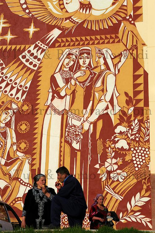 Ouzbekistan, Samarkand, mur d immeuble peint // Uzbekistan, Samarkand, building wall