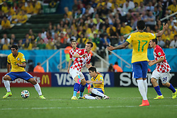 Oscar Emboaba disputa bola contra a Croácia na estréia da Copa do Mundo 2014, na Arena Corinthians, em São Paulo. FOTO: Jefferson Bernardes/ Agência Preview