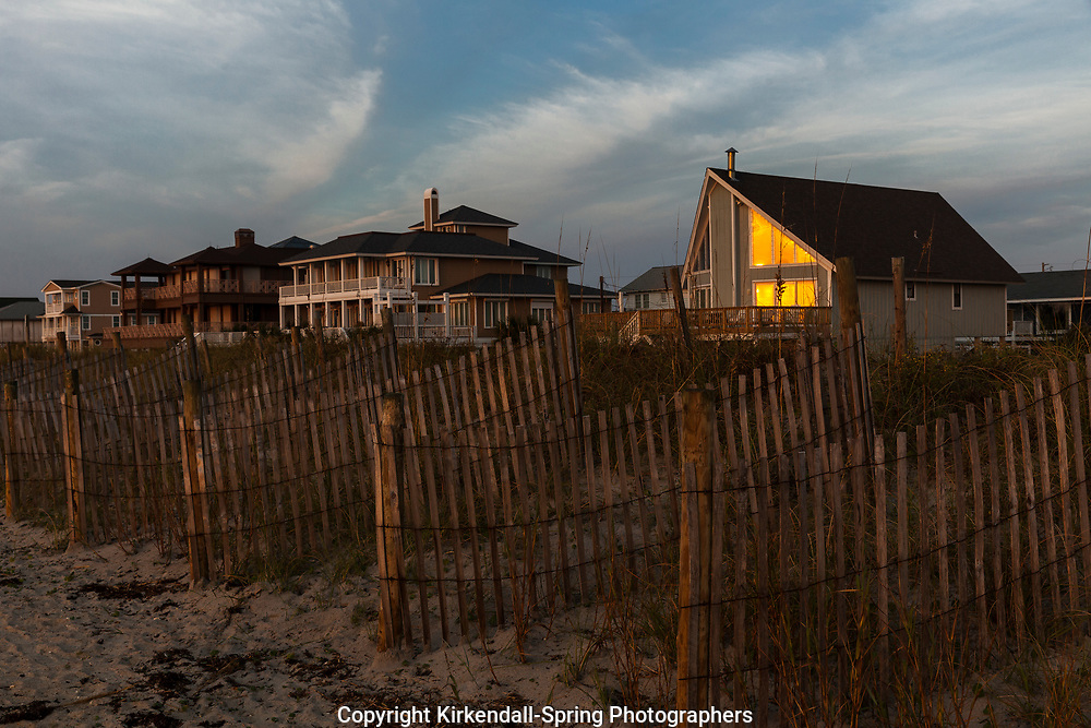 NC00934-00...NORTH CAROLINA - Sunrise at Wrightsville Beach near Johnnie Mercer Pier.