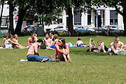 In Utrecht genieten mensen van de eerste zomerse dag van 2013.<br /> <br /> In Utrecht people are enjoying the first real summer day in 2013.