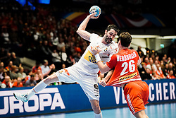 18.01.2020, Wiener Stadthalle, Wien, AUT, EHF Euro 2020, Spanien vs Österreich, Hauptrunde, Gruppe I, im Bild v. l. Raul Entrerrios Rodriguez (ESP), Lukas Herburger (AUT) // f. l. Raul Entrerrios Rodriguez (ESP) Lukas Herburger (AUT) during the EHF 2020 European Handball Championship, main round group I match between Spain and Austria at the Wiener Stadthalle in Wien, Austria on 2020/01/18. EXPA Pictures © 2020, PhotoCredit: EXPA/ Florian Schroetter