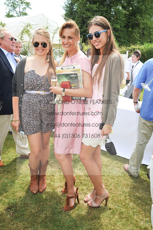 Left to right, Tallulah LE BON, her mother YASMIN LE BON and AMBER LE BON at a luncheon hosted by Cartier for their sponsorship of the Style et Luxe part of the Goodwood Festival of Speed at Goodwood House, West Sussex on 5th July 2009.