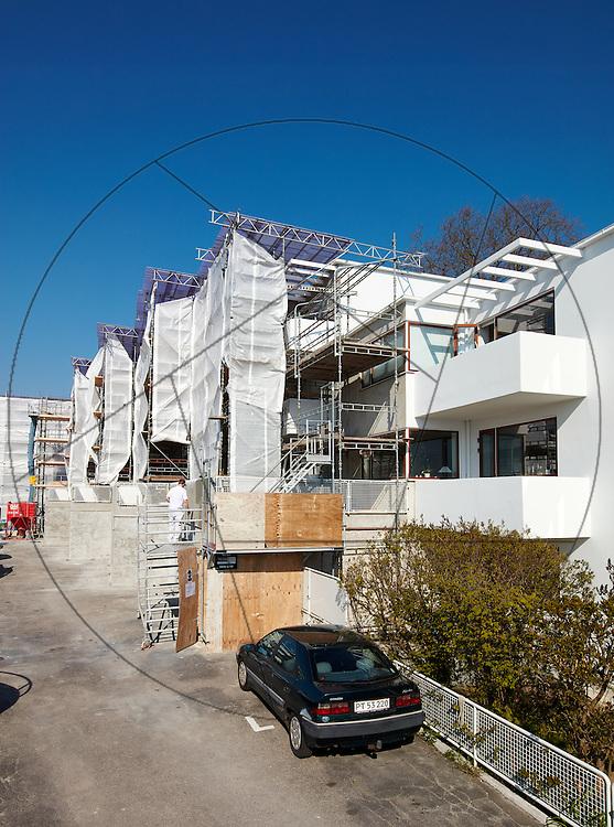 Bella Vista, lejlighedskompleks, tegnet af Arne Jacobsen, under facaderenovering, stilladsarbejde, stilladser