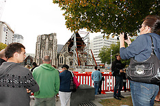 Christchurch-Walkway to earthquake damaged Cathedral draws crowds