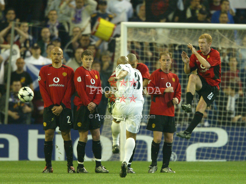 MADRID, SPAIN - Tuesday, April 8, 2003: Real Madrid's Roberto Carlos bends a free-kick around the Manchester United wall during the UEFA Champions League Quarter Final 1st Leg match at the Estadio Santiago Bernabeu. (Pic by David Rawcliffe/Propaganda)