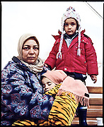 Rauda, 30 anni. Due figli: Zin (5 anni) e Maria (2). Siria. One Stop Centre Presevo, Serbia.
