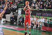 DESCRIZIONE : Treviso Lega A 2011-12 Benetton Basket Treviso Scavolini Siviglia Pesaro<br /> GIOCATORE : simone flamini<br /> CATEGORIA :  tiro three points<br /> SQUADRA : Benetton Basket Treviso Scavolini Siviglia Pesaro<br /> EVENTO : Campionato Lega A 2011-2012<br /> GARA : Benetton Basket Treviso Scavolini Siviglia Pesaro<br /> DATA : 07/03/2012<br /> SPORT : Pallacanestro<br /> AUTORE : Agenzia Ciamillo-Castoria/M.Gregolin<br /> Galleria : Lega Basket A 2011-2012<br /> Fotonotizia :  Treviso Lega A 2011-12 Benetton Basket Treviso Scavolini Siviglia Pesaro<br /> Predefinita :