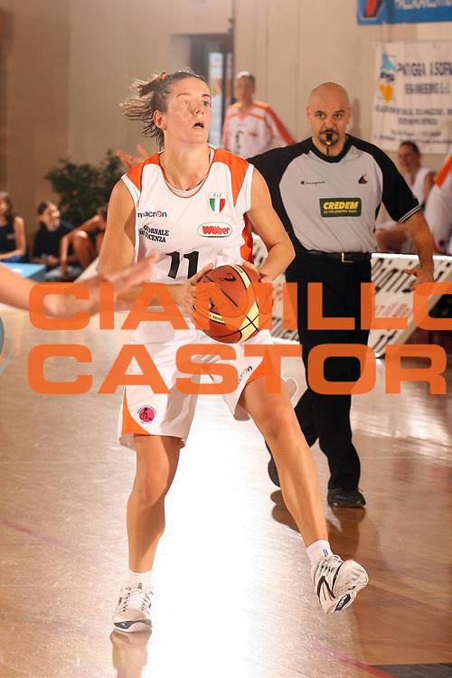 DESCRIZIONE : Cagliari Lega A1 Femminile 2006-07 Prima Giornata Famila Wuber Schio Pool Comense <br /> GIOCATORE : Masciadri Raffaella<br /> SQUADRA : Famila Wuber Schio <br /> EVENTO : Campionato Lega A1 2006-2007 <br /> GARA : Famila Wuber Schio Pool Comense <br /> DATA : 08/10/2006 <br /> CATEGORIA : <br /> SPORT : Pallacanestro <br /> AUTORE : Agenzia Ciamillo-Castoria/S.D'Errico