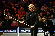 20.02.2016. Cardiff Arena, Cardiff, Wales. Bet Victor Welsh Open Snooker semi-finals. Mark Allen versus Neil Robertson. Neil Robertson and the referee look at the table situation.