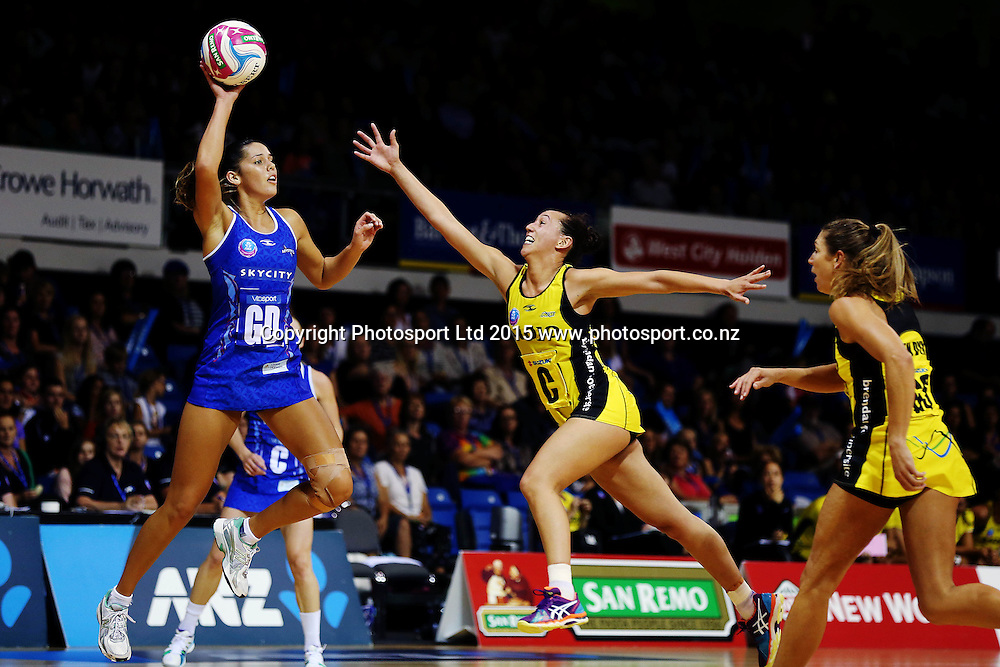 Kayla Cullen of the Mystics competes against Elias Shadrock of the Pulse. 2015 ANZ Championship, Northern Mystics v Central Pulse, The Trusts Arena, Auckland, New Zealand. Photo: Anthony Au-Yeung / www.photosport.co.nz