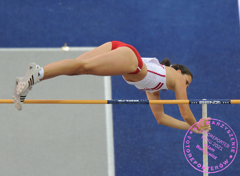 MONIKA PYREK (POLAND) COMPETES IN POLE VAULT WOMEN QUALIFICATION ON THE OLYMPIC STADION ( OLIMPIASTADION ) DURING 12TH IAAF WORLD CHAMPIONSHIPS IN ATHLETICS BERLIN 2009..BERLIN , GERMANY , AUGUST 15, 2009..( PHOTO BY ADAM NURKIEWICZ / MEDIASPORT )..PICTURE ALSO AVAIBLE IN RAW OR TIFF FORMAT ON SPECIAL REQUEST.