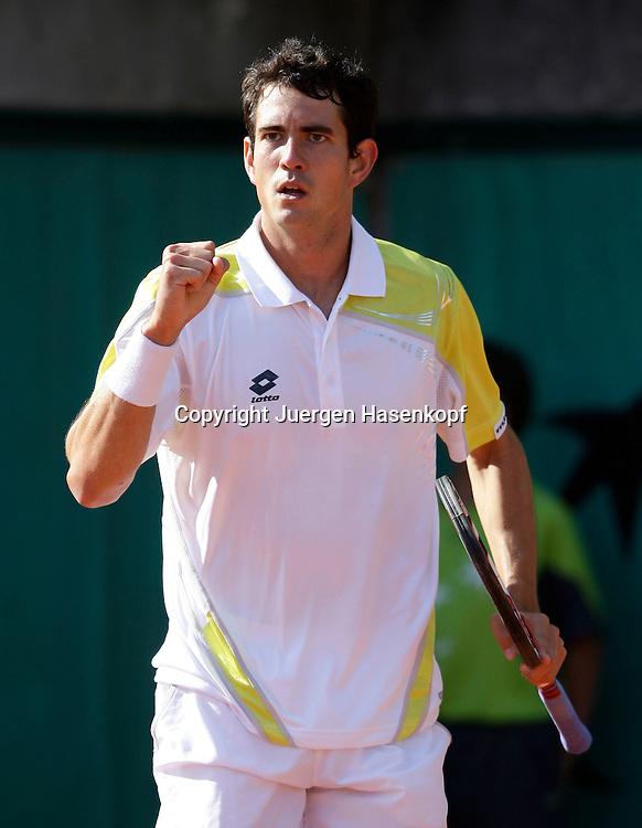 French Open 2009, Roland Garros, Paris, Frankreich,Sport, Tennis, ITF Grand Slam Tournament, <br /> Guillermo Garcia-Lopez (ESP) macht die Faust und jubelt,Jubel,Emotion.<br /> <br /> Foto: Juergen Hasenkopf