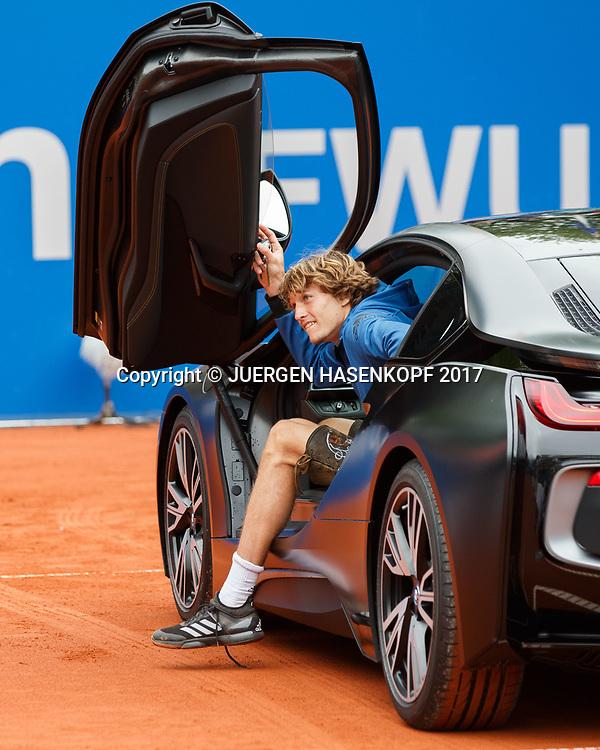 Sieger ALEXANDER ZVEREV (GER) steigt aus dem  Siegerauto, Endspiel, Final, Siegerehrung<br /> <br /> Tennis - BMW Open 2017 -  ATP  -  MTTC Iphitos - Munich -  - Germany  - 7 May 2017.