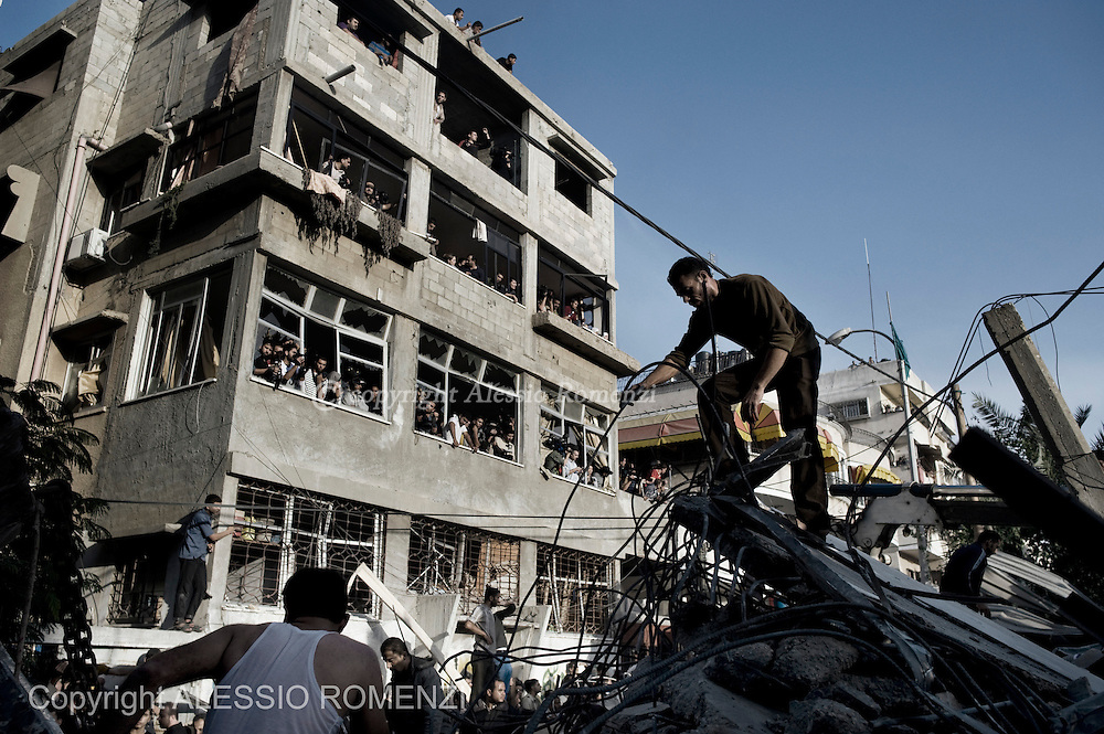 Gaza City: Palestinians try to remove rubbles of a house bombed by Israeli Airforce. November 18, 2012. ALESSIO ROMENZI