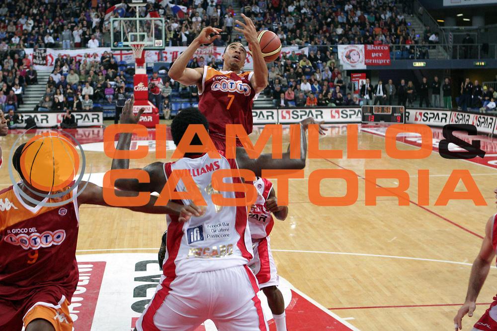DESCRIZIONE : Pesaro Lega A 2009-10 Basket Scavolini Spar Pesaro Lottomatica Virtus Roma <br /> GIOCATORE : Ibrahim Jaaber<br /> SQUADRA : Lottomatica Virtus Roma<br /> EVENTO : Campionato Lega A 2009-2010<br /> GARA : Scavolini Spar Pesaro Lottomatica Virtus Roma<br /> DATA : 15/11/2009<br /> CATEGORIA : Curiosita<br /> SPORT : Pallacanestro<br /> AUTORE : Agenzia Ciamillo-Castoria/G.Ciamillo<br /> Galleria : Lega Basket A 2009-2010 <br /> Fotonotizia : Pesaro Campionato Italiano Lega A 2009-2010 Scavolini Spar Pesaro Lottomatica Virtus Roma <br /> Predefinita :