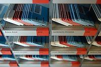 21 NOV 2005, BERLIN/GERMANY:<br /> Stimmkarten der Abgeordneten des Deutschen Bundestages - weiss fuer Enthaltung, rot fuer Nein und blau fuer Ja - in den dafuer vorgesehenen Faechern in der Lobby des Deutschen Bundestages<br /> IMAGE: 20051121-01-011<br /> KEYWORDS: Fächer, Abstimmung, Karte, Stimmkarte