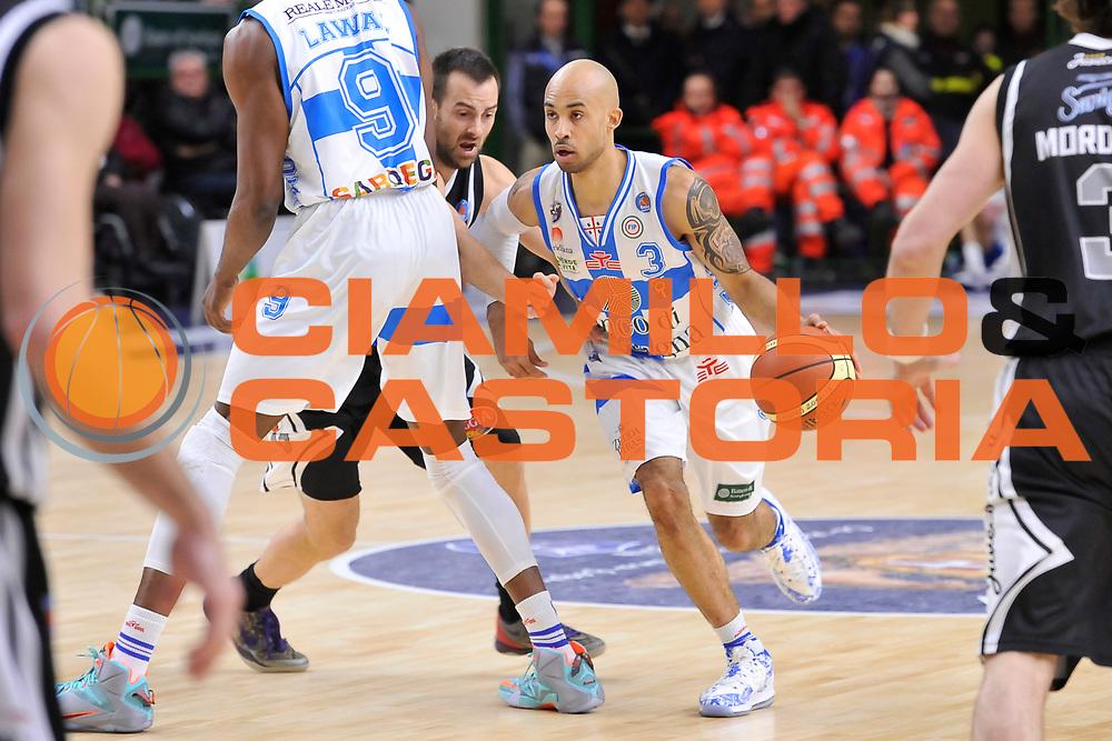 DESCRIZIONE : Campionato 2014/15 Dinamo Banco di Sardegna Sassari - Pasta Reggia Juve Caserta<br /> GIOCATORE : David Logan<br /> CATEGORIA : Palleggio Penetrazione<br /> SQUADRA : Dinamo Banco di Sardegna Sassari<br /> EVENTO : LegaBasket Serie A Beko 2014/2015<br /> GARA : Dinamo Banco di Sardegna Sassari - Pasta Reggia Juve Caserta<br /> DATA : 29/12/2014<br /> SPORT : Pallacanestro <br /> AUTORE : Agenzia Ciamillo-Castoria / Luigi Canu<br /> Galleria : LegaBasket Serie A Beko 2014/2015<br /> Fotonotizia : Campionato 2014/15 Dinamo Banco di Sardegna Sassari - Pasta Reggia Juve Caserta<br /> Predefinita :