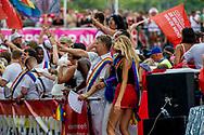 AMSTERDAM - <br /> AMSTERDAM - Boris Dittrich<br /> Mensenrechtenactivist Deelnemers aan de botenparade door de Amsterdamse grachten. De jaarlijkse Canal Parade is onderdeel van de Amsterdam Gay Pride. Tijdens dit evenement vieren lesbiennes, homo's, biseksuelen en transgenders (LHBT) dat ze mogen zijn wie ze zijn en mogen houden van wie ze willen. . copyright robin utrecht