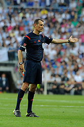 09.05.2015, Estadio Santiago Bernabeu, Madrid, ESP, Primera Division, Real Madrid vs FC Valencia, 36. Runde, im Bild Referee Clos Gomez // during the Spanish Primera Division 36th round match between Real Madrid CF and Valencia FC at the Estadio Santiago Bernabeu in Madrid, Spain on 2015/05/09. EXPA Pictures &copy; 2015, PhotoCredit: EXPA/ Alterphotos/ Luis Fernandez<br /> <br /> *****ATTENTION - OUT of ESP, SUI*****