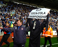 Photo: Ed Godden.<br /> Reading v Queens Park Rangers. Coca Cola Championship. 30/04/2006. A Reading fan joins in with the partying as they win the Championship.