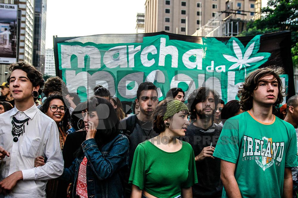 SÃO PAULO, SP, 06.05.2017 - Manifestantes se reunem em passeata a favor da legalização da Maconha na tarde deste sabado dia 06 na Avenida Paulista região central de São Paulo.  Foto: Amauri Nehn/Brazil Photo Press