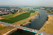 Nederland, Zuid-Holland, Vianen, 08-07-2010; Hagesteinsebrug (A27) met uiterwaarden van de Lek. Op het tweede plan ingang van het Merwedekanaal (li), ingang Lekkanaal  en Nieuwegein (re). Lekbrug Vianen (Jan Blankenbrug) .Hagestein Bridge (A27) with floodplains of the Lek. Entrance of the Merwede canal (ri), entrance Lek canal and Nieuwegein (re). Vianen bridge at the horizon. .luchtfoto (toeslag), aerial photo (additional fee required).foto/photo Siebe Swart