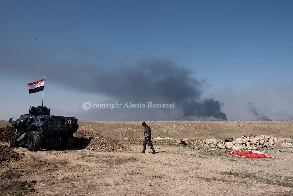 Iraq, Mosul: Iraqi army position in the southern outskirts of Mosul. Alessio Romenzi