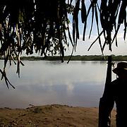 FRONTERA COLOMBO-VENEZOLANA<br /> (Copyright © Aaron Sosa)<br /> Rio Sarare, ubicado entre Guasdualito, Estado Apure y el Rio Arauca de Colombia.<br /> Zona en donde circula frecuentemente la guerrilla colombiana.<br /> Venezuela 2007