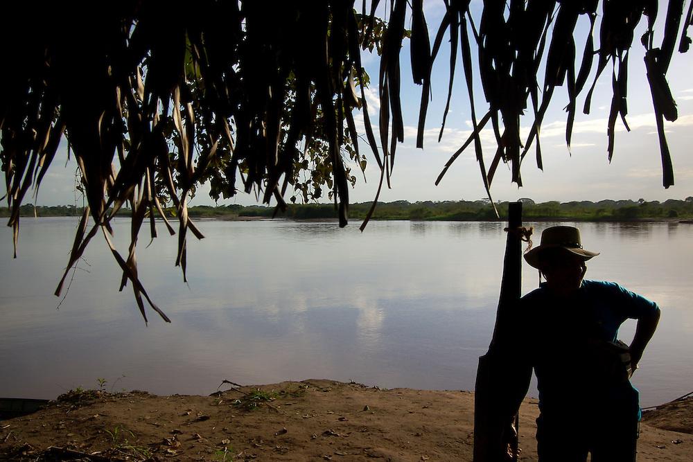 FRONTERA COLOMBO-VENEZOLANA<br /> (Copyright &copy; Aaron Sosa)<br /> Rio Sarare, ubicado entre Guasdualito, Estado Apure y el Rio Arauca de Colombia.<br /> Zona en donde circula frecuentemente la guerrilla colombiana.<br /> Venezuela 2007