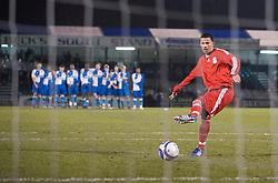 BRISTOL, ENGLAND - Thursday, January 15, 2009: Liverpool's Nathan Eccleston fires in a penalty during the shoot-out victory over Bristol Rovers during the FA Youth Cup match at the Memorial Stadium. (Mandatory credit: David Rawcliffe/Propaganda)